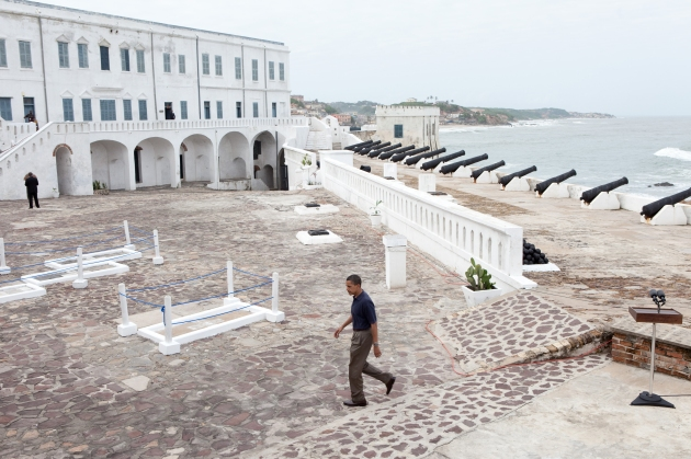 Barack_Obama_in_Cape_Coast_Castle.jpg